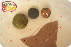 bolsa com aplique de árvore de botões