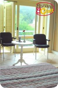 decoração - quarto - mesa e cadeiras