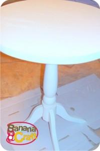 mesa de madeira com pés torneados