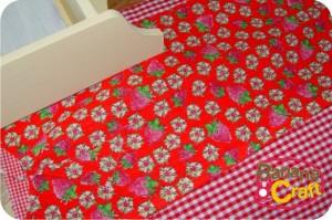tecido vermelho com morangos