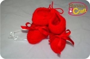 sapatinhos vermelhos de tricô para o bebê