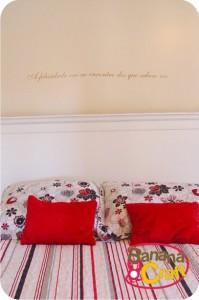frase colada na parede do quarto