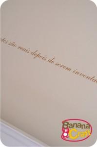 adesivo na parede do quarto