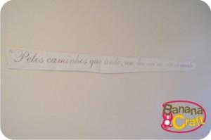 frase de adesivo colada na parede