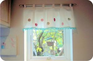 cortina com fuxico