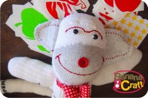 george - sock monkey - macaco de meia