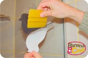 como colar adesivo na parede