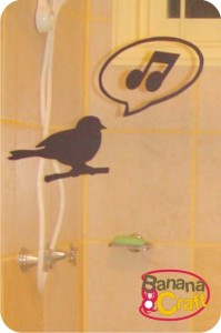 adesivo de pássaro no banheiro