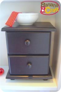 gaveteiro pintado de preto