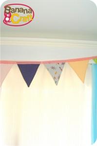 quarto do bebê - cortina com bandeirinhas
