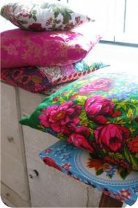 armário forrado com toalhinhas de crochê