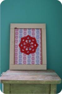 quadro com moldura de madeira rústica - crochê