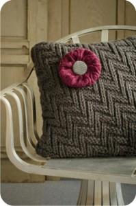 almofada de lã com flor