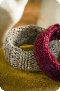 pulseiras forradas com lã - reciclagem