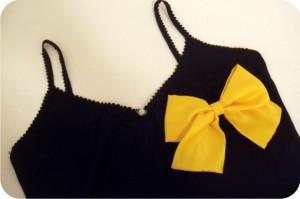 laço amarelo blusa
