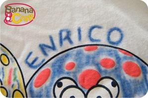 camiseta pintada com giz de cera