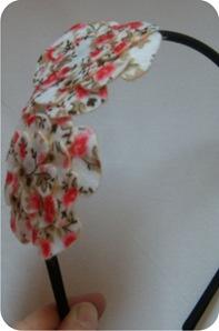 tiara com flores de feltro