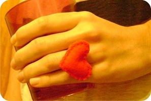 coracao de feltro anel