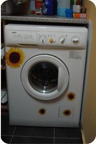 máquina de lavar customizada com adesivo