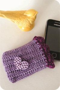 celular com capa de crochê