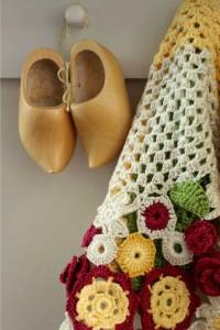 crochetflowersscarf1